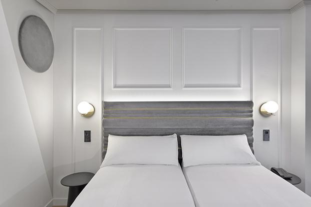 Uno de los dormitorios del nuevo hotel Inca Boutique recién abierto tras la rehabilitación del estudio Alfaro-Manrique Atelier
