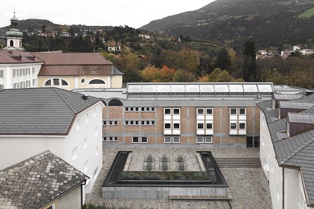 Academia Cusanus. Arquitecto Othmar Barth. MoDus Architects