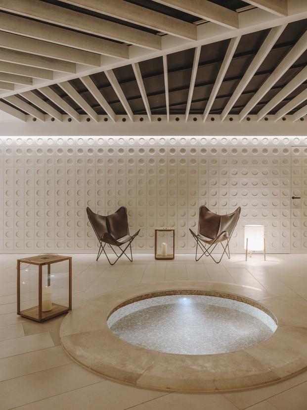 Salines Spa, inspirado en las lagunas naturales de sal. Isabel López-Vilalta + Asociados