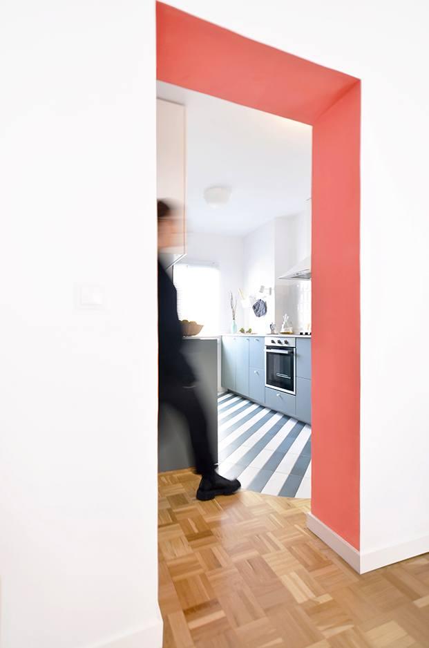 Desde el pasillo vista de la cocina del apartamento en Madrid