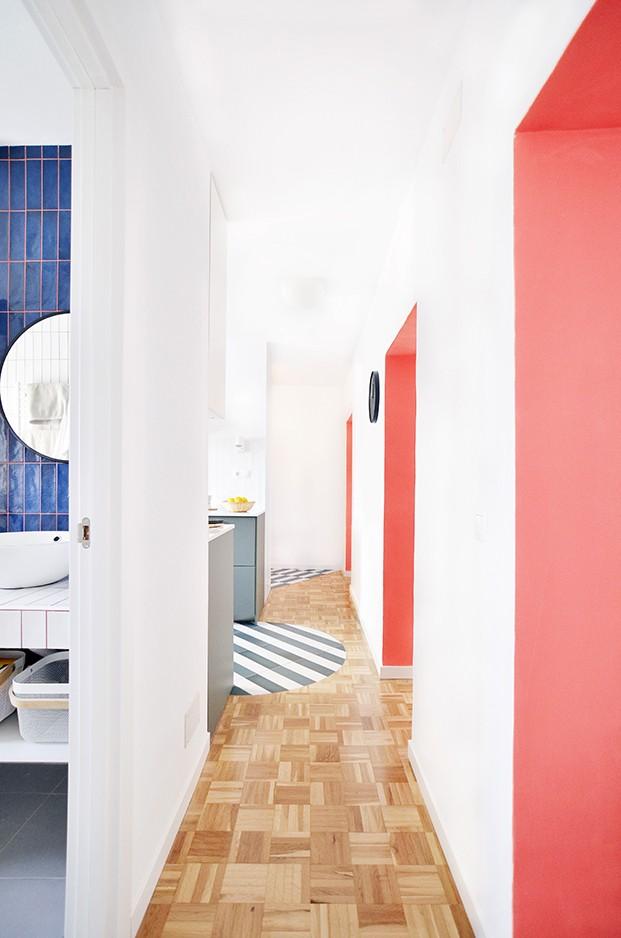 El muro de carga ejerce de columna vertebral en este apartamento en Madrid
