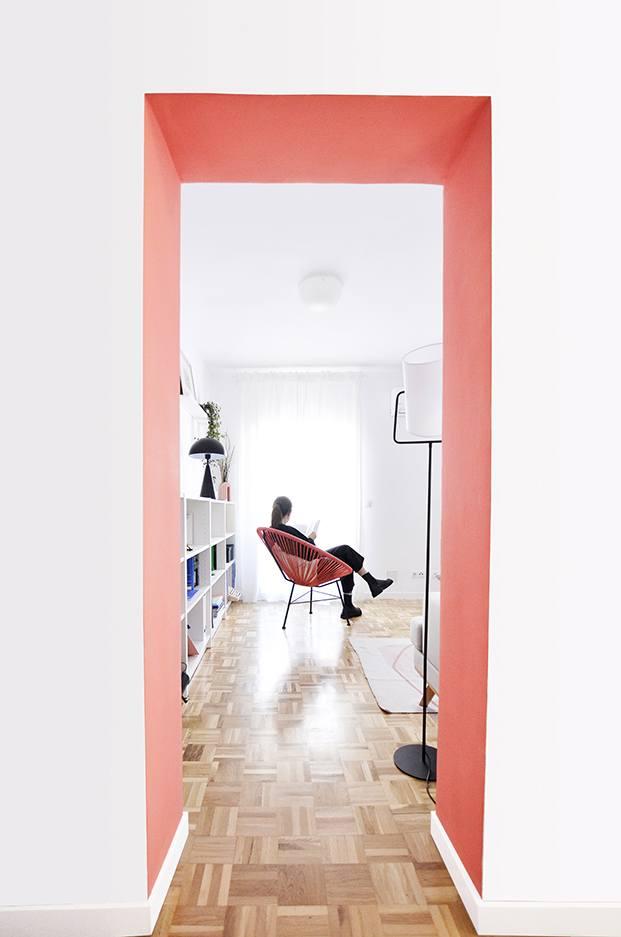 El salón del apartamento en Madrid, que conserva el parqué original