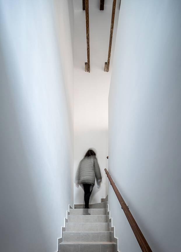 La escalerilla valenciana, estrecha y entre medianeras también se ha recuperado