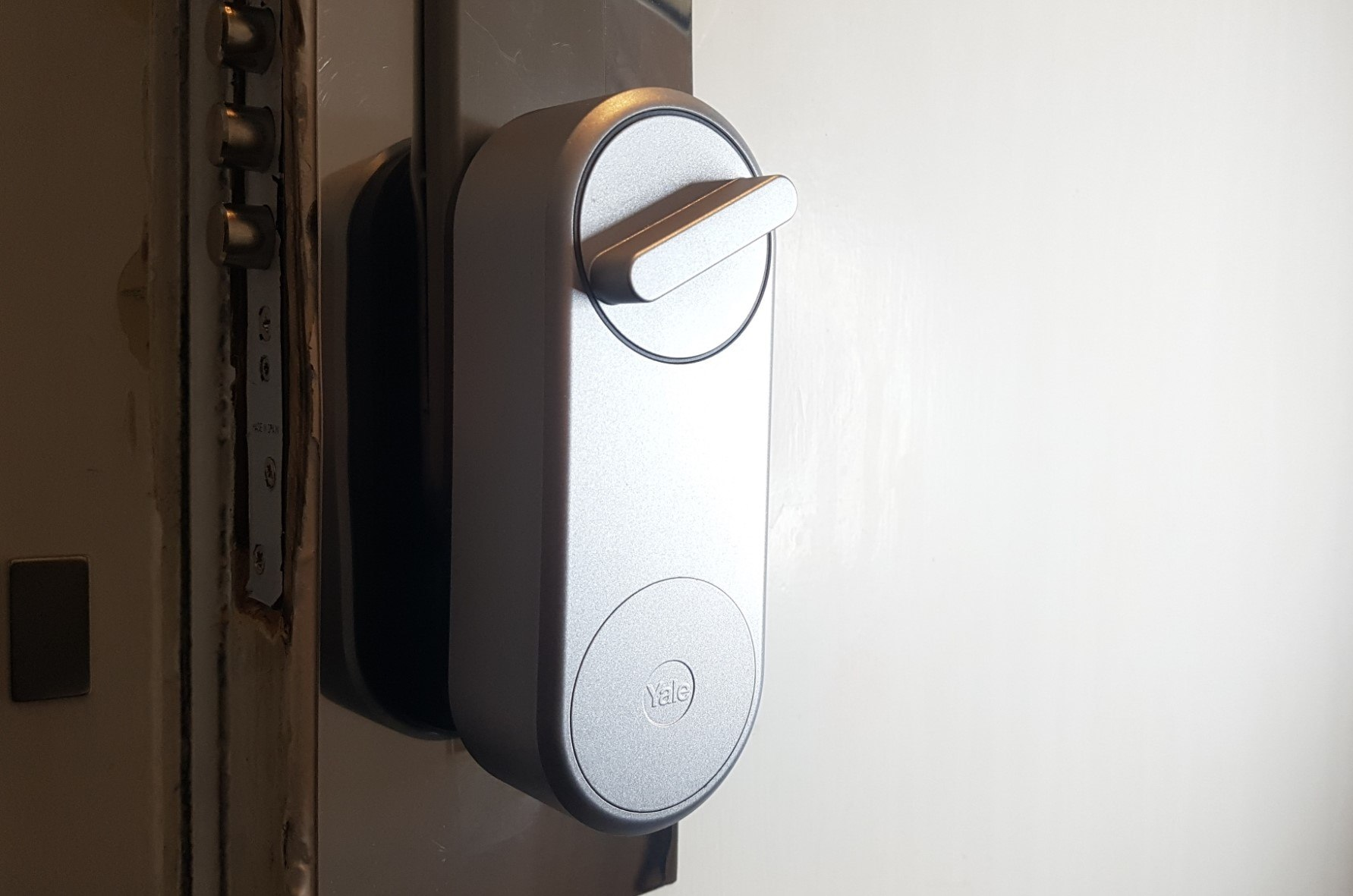 Cerradura inteligente keyless Linus Smart de Yale