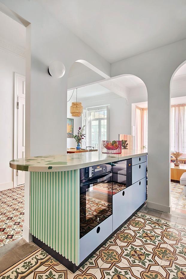 Entrada, cocina, salón y comedor comparten un espacio único