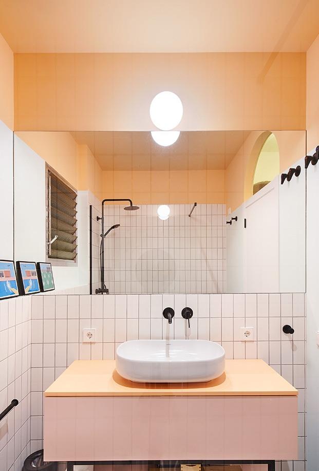 Los cuartos de baño se han realizdo en tonos pasteles que rememoran la esencia original del piso
