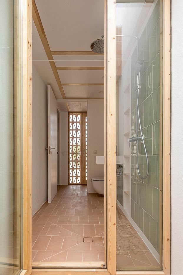 vista de la zona de ducha del cuarto de baño de la pequeña casa de campo den Formentera