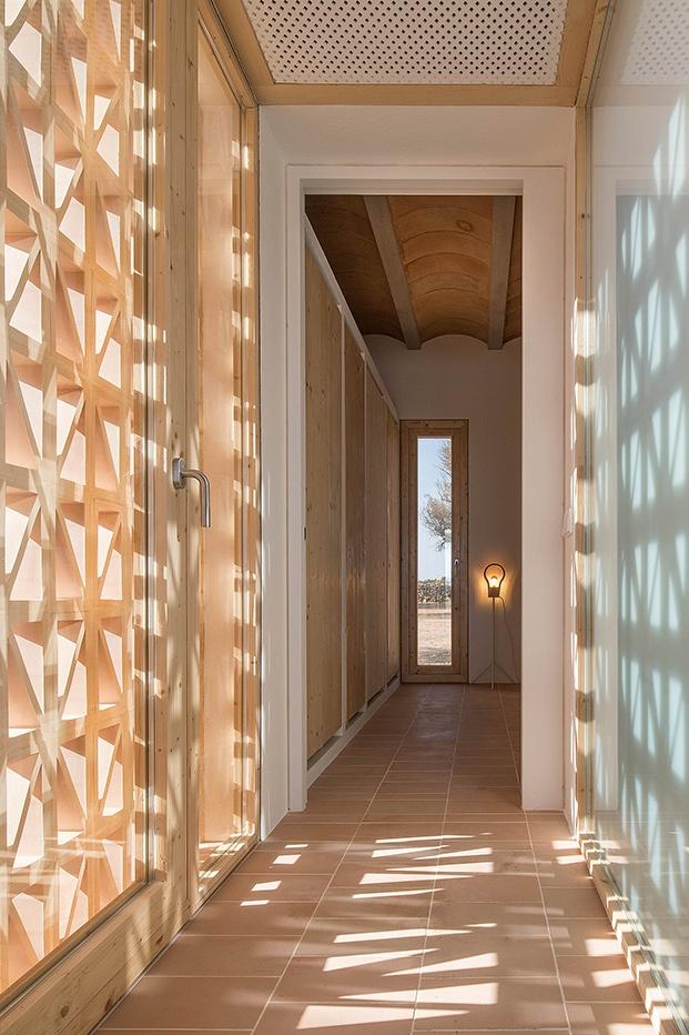Luces y sombras en el interior gracias a la celosía de cerámica