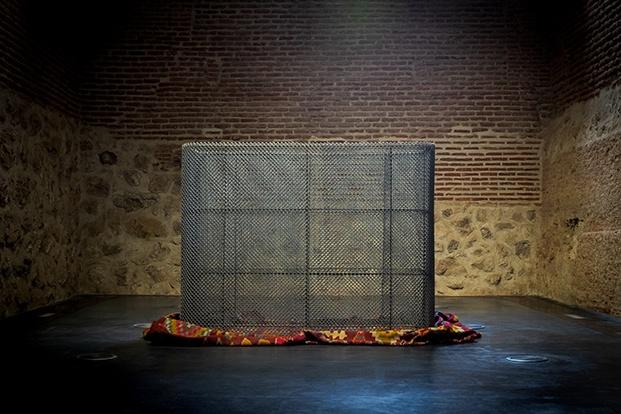 Exposición El crimen perfecto (Mona Hatoum). MadBlue 2021