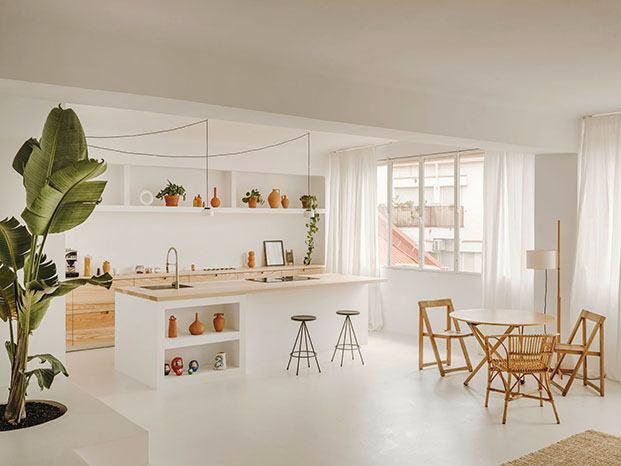 Muebles de diseño y otros realizados a medida personalizan la cocina de la casa Vasi & Serra en Barcelona