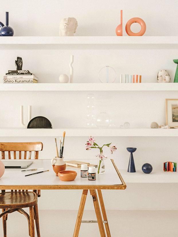 Estantes de obra, se utilizan para mostrar las piezas de la diseñadora Valeria Vasi
