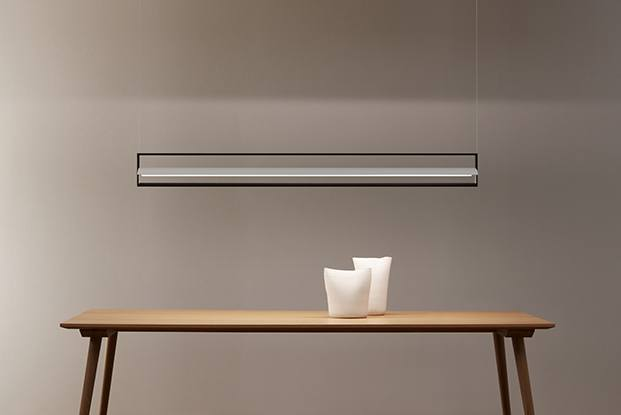 La Kontur con el reflector de chapa metálica genera una luz difusa y ambiental que evoca una lluvia de luz