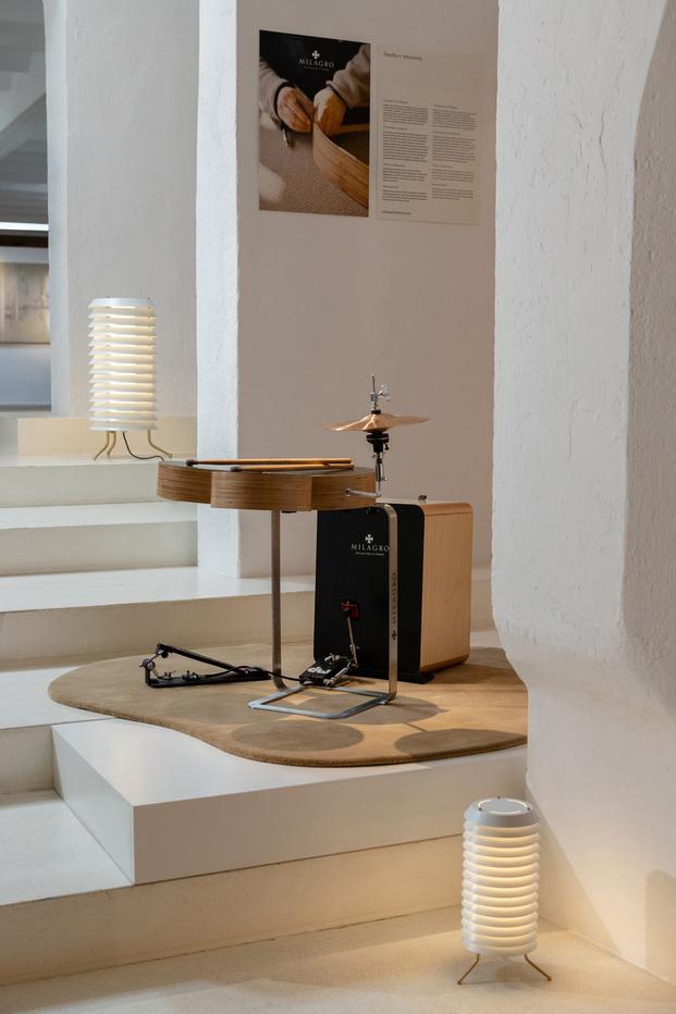 Galería Santa & Cole Barcelona en la tienda de nanimarquina. Instrumentos Milagros Luthiers