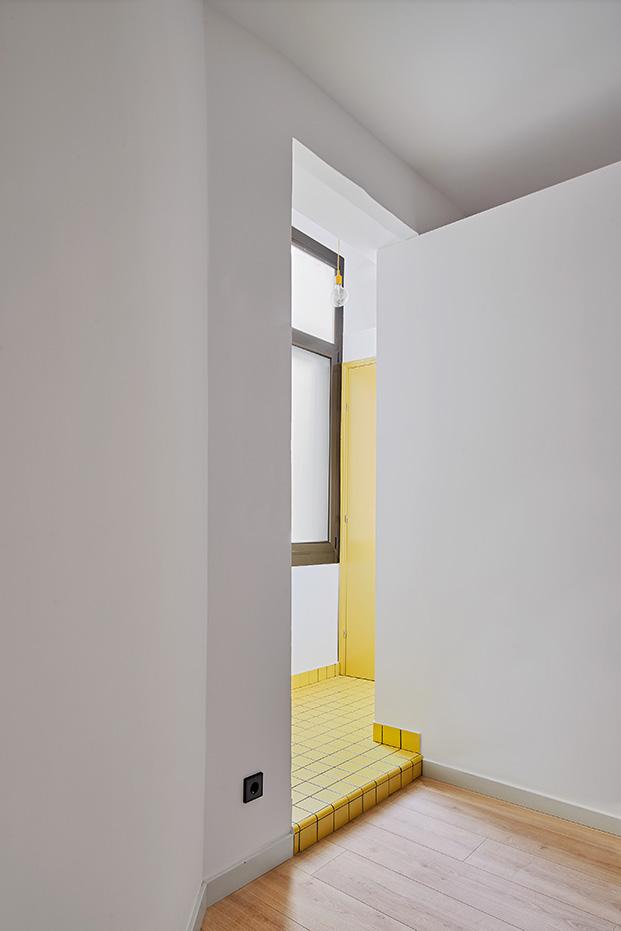 Los distintos colores marcan los usos de cada zona en la reforma del apartamento de 60 m2
