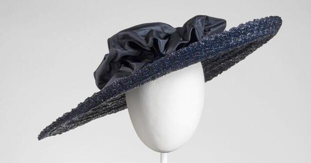 Balenciaga. La elegancia del sombrero