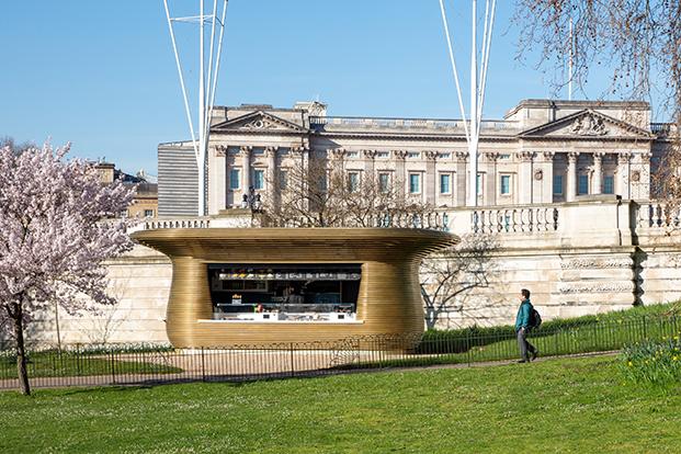 Nuevos quioscos de Londres hechos de latón
