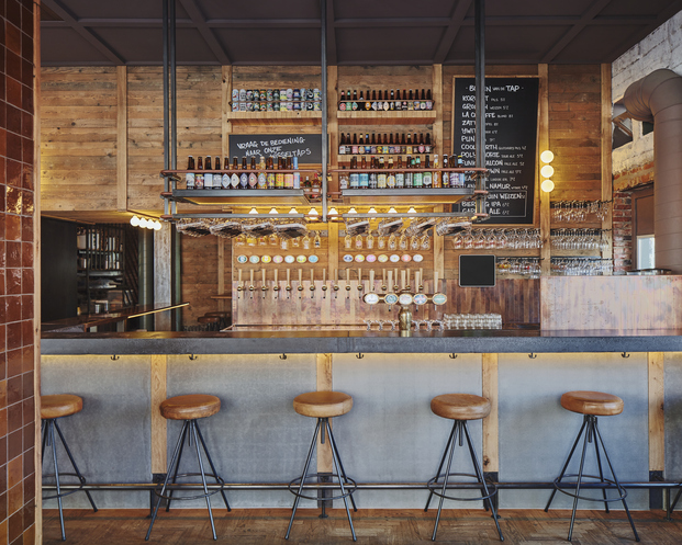 Studio Modijefsky proyecta De Biertuin West, una cervecería en Amsterdam (Holanda) inspirada en el clásico German biergärten.