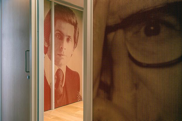 Personajes de italianos célebres en las paredes del consulado