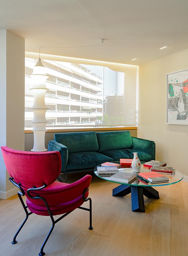 Rojo, verde y mobiliario de diseño para la nueva sede del consulado general de Italia en Barcelona