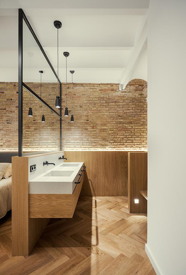 Zona de lavabo incluida den tro del dormitorio principal y realizada a medida.