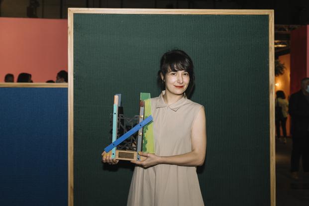 Julia Huete gana el V Premio Cervezas Alhambra de Arte Emergente.