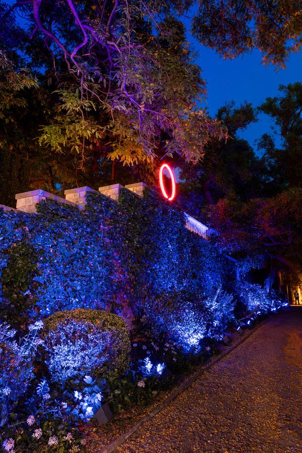 LEDS C4 ilumina las noches del Festival Grec con la instalación Urafiki