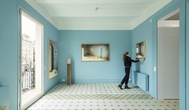 Apartamento con paredes azules de 60 m2 en Glorias, Barcelona