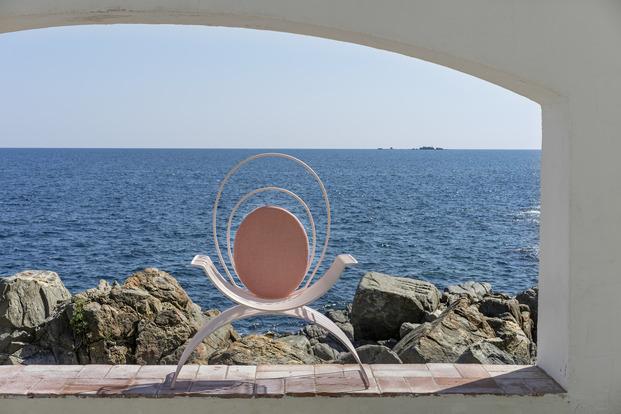 Primera colaboración de Teresa Sapey para Isimar. Colección de mobiliario exterior Romana inspirada en el triclinio romano