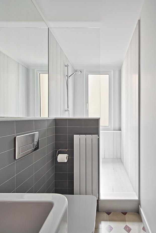 baldosas nuevas de neocerámica en los cuartos de baño