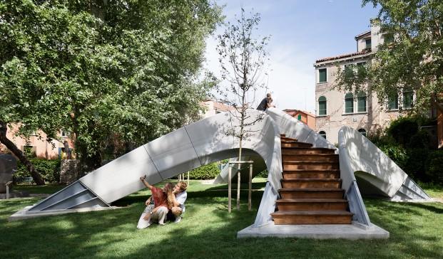 El primer puente de hormigón impreso en 3D. Zaha Hadid Architects Computation and Design Group (ZHACODE) y el Block Research Group (BRG)