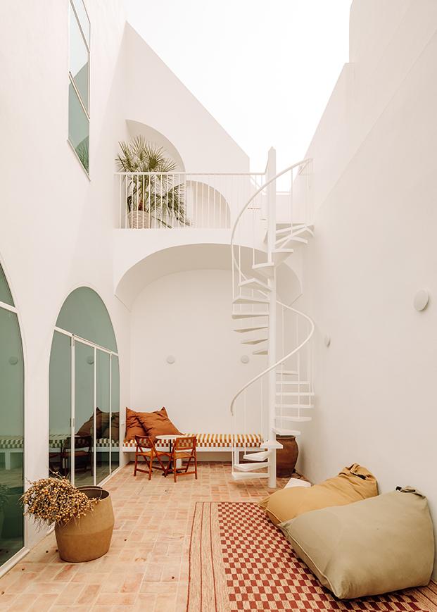 La firma hotelera the Addresses abre su segunda guest house Casa Dois en un antiguo almacén pesquero en Algarve. Un proyecto arquitectónico de Atelier Rua.