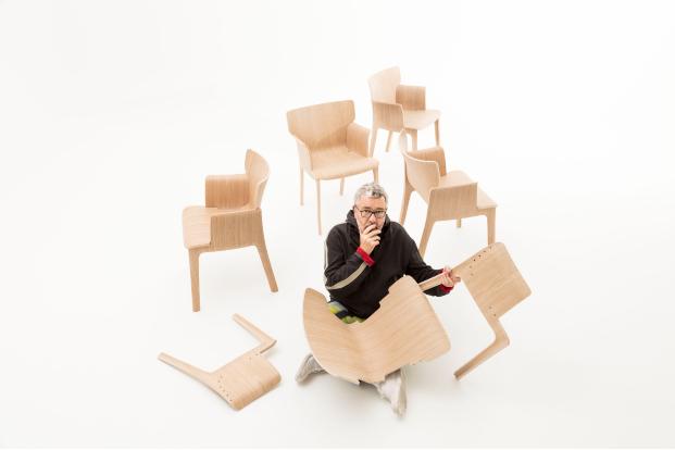 Primera colaboración de Philippe Starck para Andreu World: la silla sin tornillos Adela Rex.