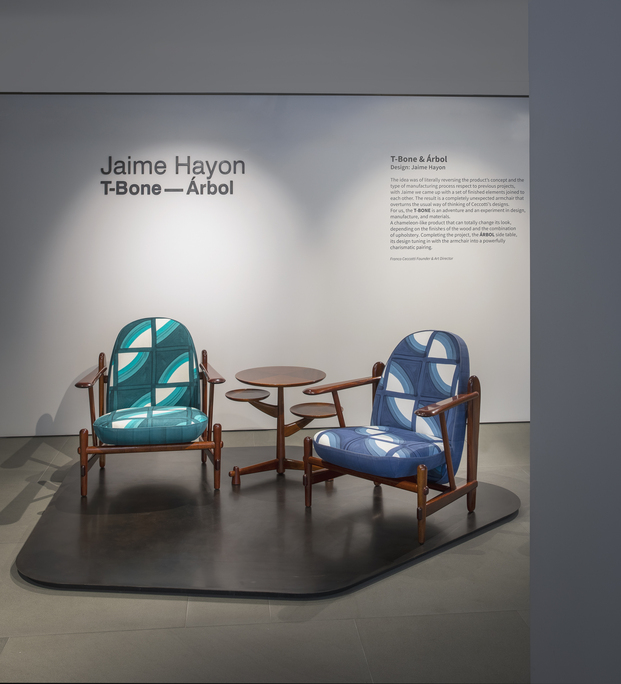 Ceccotti Collezioni. Instalación y  edición limitada butaca T-Bone de Jaime Hayon en la Milano Design Week 2021. Tapicería Livio De Simone