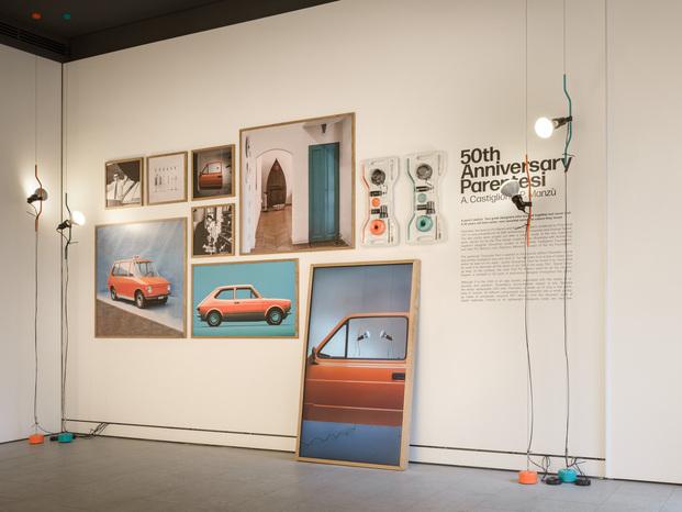 Parentesi Special Edition. 50 aniversario lampara Parentesi Achille Castiglioni y Pio Manzù. Flos. Milan Design Week. Instalación flagship store