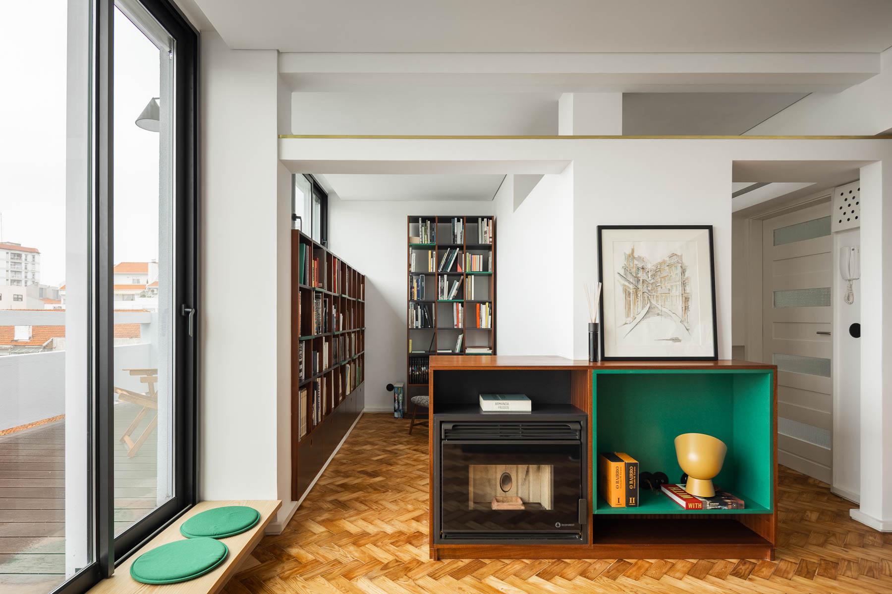 Una reforma en Oporto que respeta y moderniza el estilo original de 1956. Salón