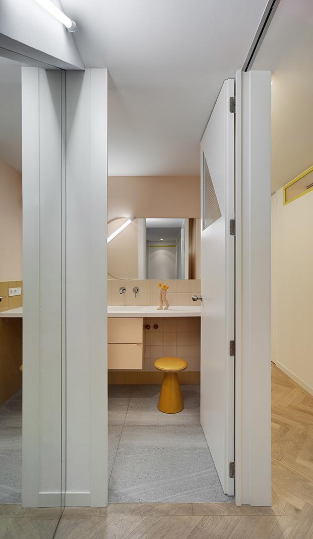 Estudio Numero 26 reforma antiguas oficinas Electrofil en vivienda. Baño
