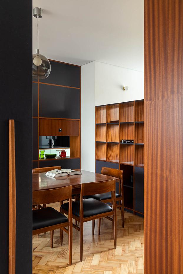 Una reforma en Oporto que respeta y moderniza el estilo original de 1956. Comedor